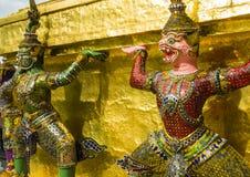 支持黎明寺寺庙,曼谷,泰国的邪魔监护人 库存图片