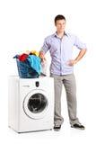 支持洗衣机的人 库存图片