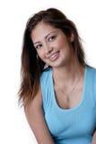 支撑牙齿女孩微笑的佩带的年轻人 免版税库存照片