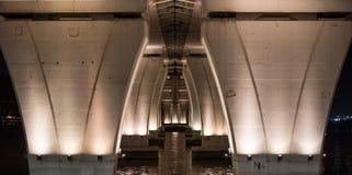 支柱在桥梁下 库存照片