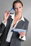 支票簿认为的妇女 免版税库存图片