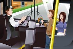 支付公共汽车车费的人们 免版税库存照片
