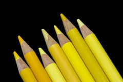 7支黄色铅笔-黑背景 库存图片