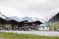 支付通行费, highmountains,蒂罗尔,奥地利 免版税库存照片