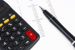 收据计算器和笔 免版税库存图片