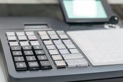 收款机软的焦点有打印的收据的 免版税库存图片