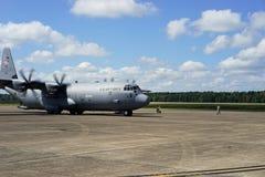 收税为起飞的C-130J 免版税图库摄影