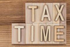收税在葡萄酒信件的定期的文本在木块 免版税图库摄影