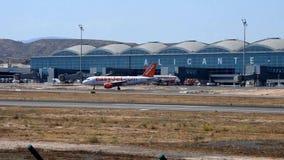 收税在阿利坎特机场的Easyjet航空器 股票录像