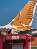 收税在围裙的空中客车A320海湾航空公司航空公司 库存照片