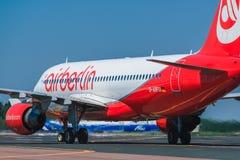 收税在围裙的空中客车A320 Airberlin航空公司 库存照片