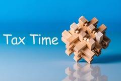 收税时间,与木益智游戏的提示 免版税库存图片