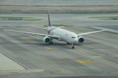 收税泰航的飞行到门在素万那普国际性组织 免版税库存照片