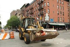 收缩工作者修理街道在更低的曼哈顿 免版税图库摄影