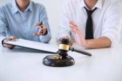 收缩离婚判决marr的溶解或取消 库存照片