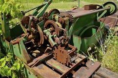 收获的干草老绿色打包机 库存图片