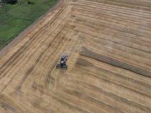 收获麦子收割机 库存图片