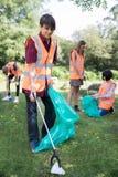 收集废弃物的小组有用的少年在乡下 免版税库存图片