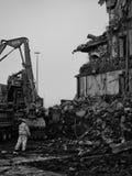 收集爆破挖掘机的大瓦砾站点 图库摄影