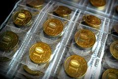 收集的爱好硬币,存放的一个特别册页铸造 库存图片