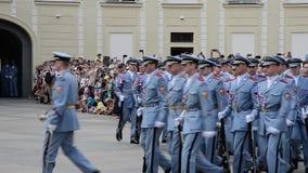 改变卫兵在布拉格-捷克 股票视频