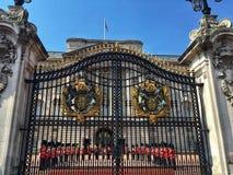 改变卫兵在白金汉宫,伦敦 库存照片
