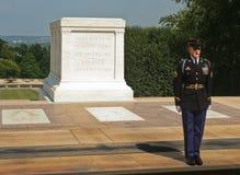 改变在无名英雄墓的卫兵 华盛顿特区 2006年6月 免版税库存图片