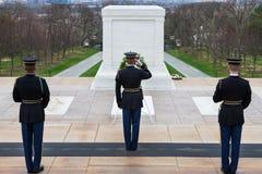 改变在未知数的坟茔的卫兵,阿灵顿国家公墓,华盛顿特区,美国 免版税库存图片