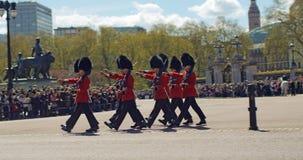 改变在白金汉宫的卫兵,伦敦 免版税库存照片
