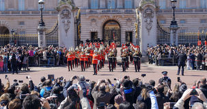 改变在白金汉宫的卫兵,伦敦 免版税图库摄影