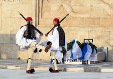 改变外部议会大厦的总统护卫队在雅典,希腊 免版税库存照片