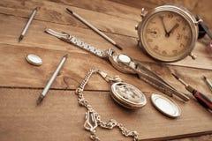 改变时钟的堆的制表者 库存图片