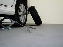 改变的车胎的工具箱 库存图片
