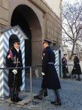 改变仪仗队在总统府守卫 免版税库存图片