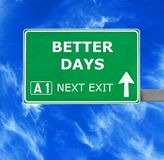 改善几天路标反对清楚的天空蔚蓝 免版税库存图片