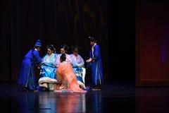 改善姐妹入宫殿现代戏曲女皇在宫殿 免版税库存照片