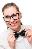 改正一只黑蝴蝶的女服务员女孩 免版税库存图片