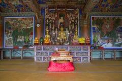 30更改的卫兵7月韩国国王好朋友s汉城南部 釜山 Beomeosa寺庙的内部 免版税图库摄影