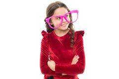改进眼力的眼睛锻炼 女孩孩子佩带大镜片 光学和眼力治疗 有效的锻炼眼睛 免版税图库摄影