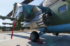攻击军用直升机MI-35M导弹发射装置  免版税库存图片