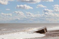 攻击开始日诺曼底着陆 与云彩和parti的沿海风景 免版税库存照片