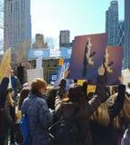 攻击步枪,枪枝管制3月我们的生活,抗议, NYC, NY,美国 免版税库存照片
