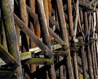 放光的桥梁铁路结构木头 免版税库存照片