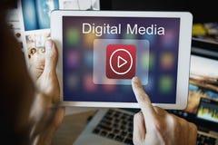 放出多媒体娱乐网上概念的数字式音乐 免版税库存照片