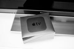 放出球员microconsole的新的苹果计算机电视媒介 免版税库存照片