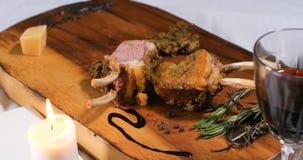 放在架子上的羊羔的看法用薄荷调味料 库存图片