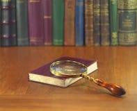 放大器和书 免版税图库摄影