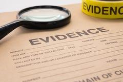 放大镜和证据袋子 免版税库存图片