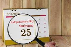 放大镜在日历您能在手中看独立D 库存照片