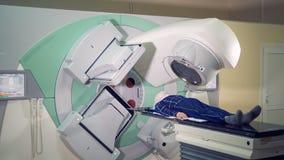 放射学会议在一名男性患者被执行 股票视频